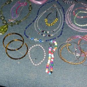 Jewelry - Beaded Jewelry Lot